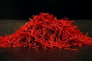 سرگل 300x200 - زعفران نگین ممتاز یک مثقال کامل صادراتی (4.6 گرم کامل) (بسیار مرغوبتر از سرگل است)