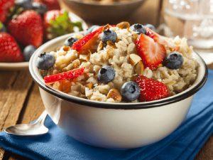 Properties of oatmeal 1 300x225 - غذاهای پیشنهادی سحری در ماه رمضان
