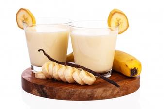 delicious banana milkshake 144627 5651 - طرز تهیه نوشیدنی های خنک و گوارا برای روزهای گرم تابستان!