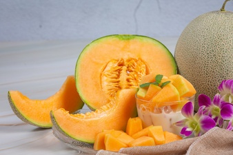 japanese melon cantaloupe cantaloupe seasonal fruit health concept 1150 23380 - طرز تهیه نوشیدنی های خنک و گوارا برای روزهای گرم تابستان!